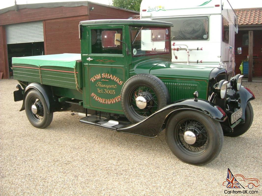 Am selling this ford 1935 bf green black pickup truck on behalf of a