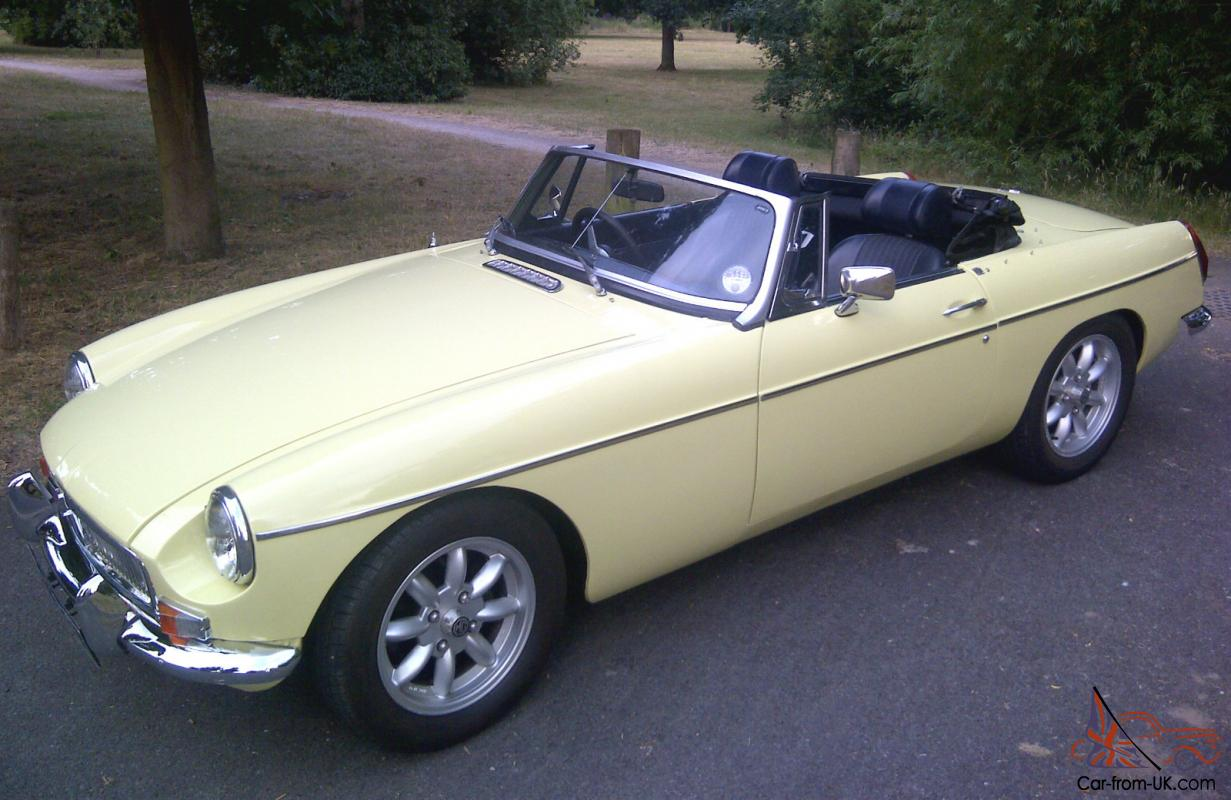 mgb gt convertible 1972 melrose yellow. Black Bedroom Furniture Sets. Home Design Ideas