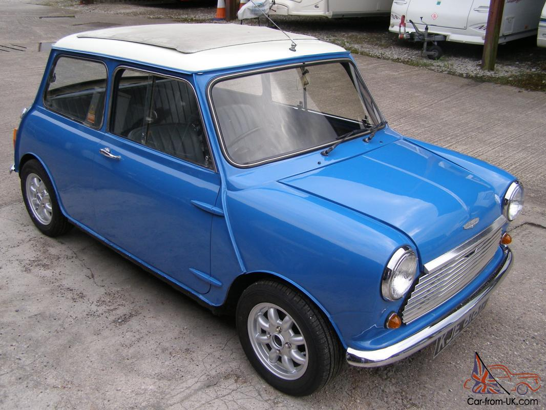 classic austin mini cooper blue white 1968 with cooper s engine. Black Bedroom Furniture Sets. Home Design Ideas