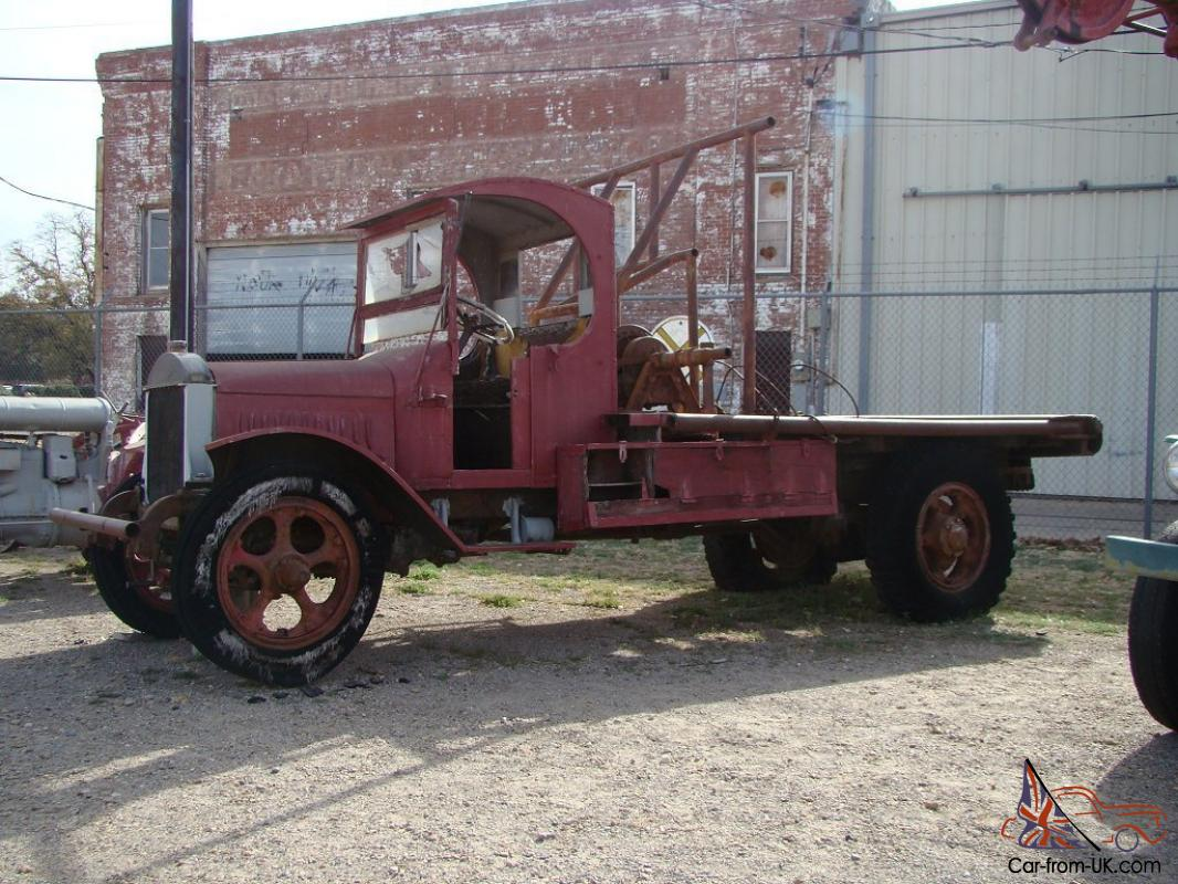 1924 MACK FLATBED OILFIELD TRUCK