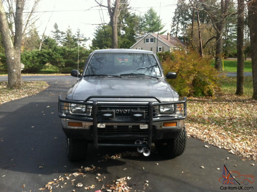 1989 toyota pickup truck 4x4 with cap and great tires. Black Bedroom Furniture Sets. Home Design Ideas