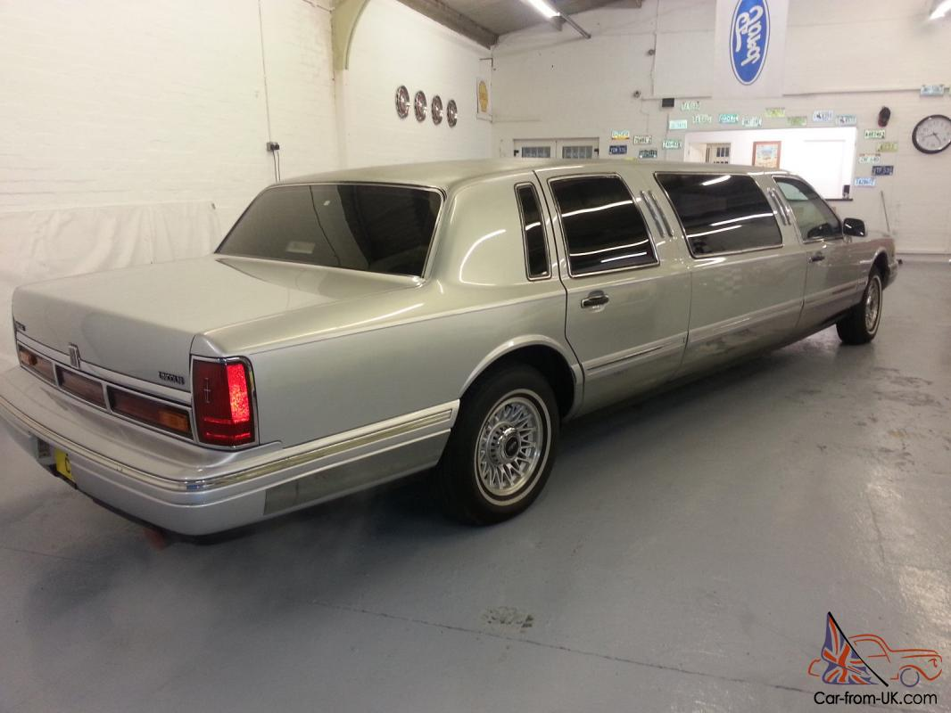 1995 Lincoln Town Car Silver Stunning Condition Low Miles At 89k