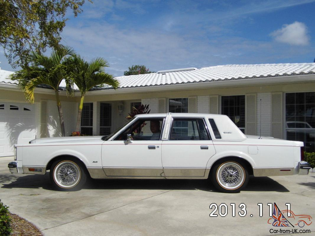 Lincoln Town Car Signature Series 1984