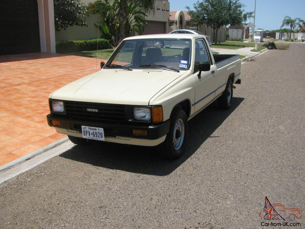 1986 toyota pickup longbed 37 200 origianl miles. Black Bedroom Furniture Sets. Home Design Ideas