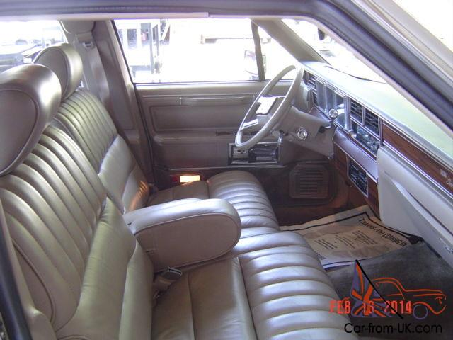 1988 lincoln town car signature sedan 4 door 5 0l. Black Bedroom Furniture Sets. Home Design Ideas