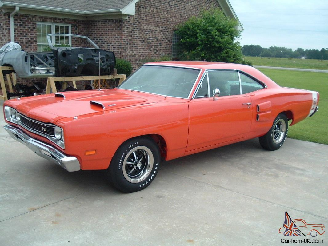 rotissorie restored 1969 dodge super bee 383 4 speed hemi. Black Bedroom Furniture Sets. Home Design Ideas