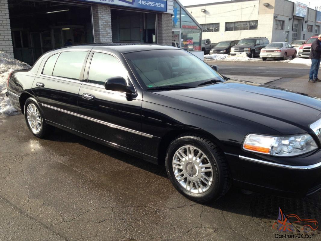 Lincoln Town Car Signature L Sedan 4 Door