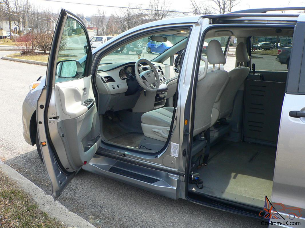 Toyota Sienna 2010-2018 Owners Manual: Using the mechanical key (vehicles with a smart key system)