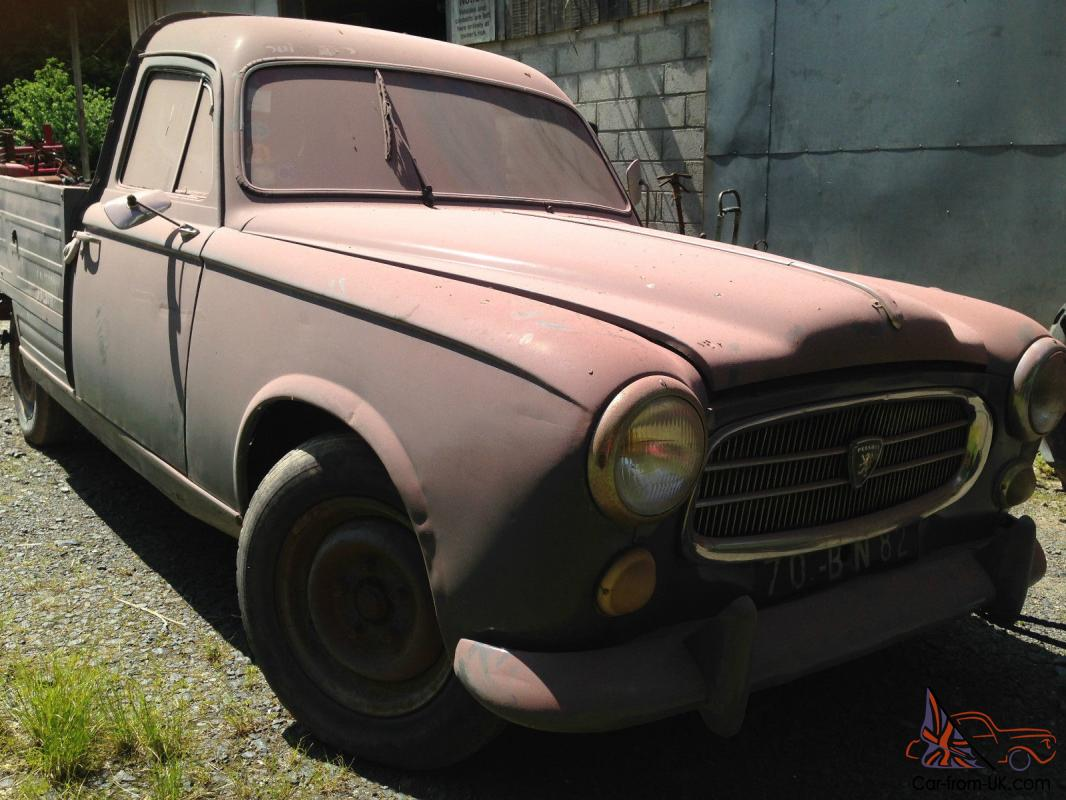 Souvent 403 Pick Up Classic Car. Good original condition. PY28