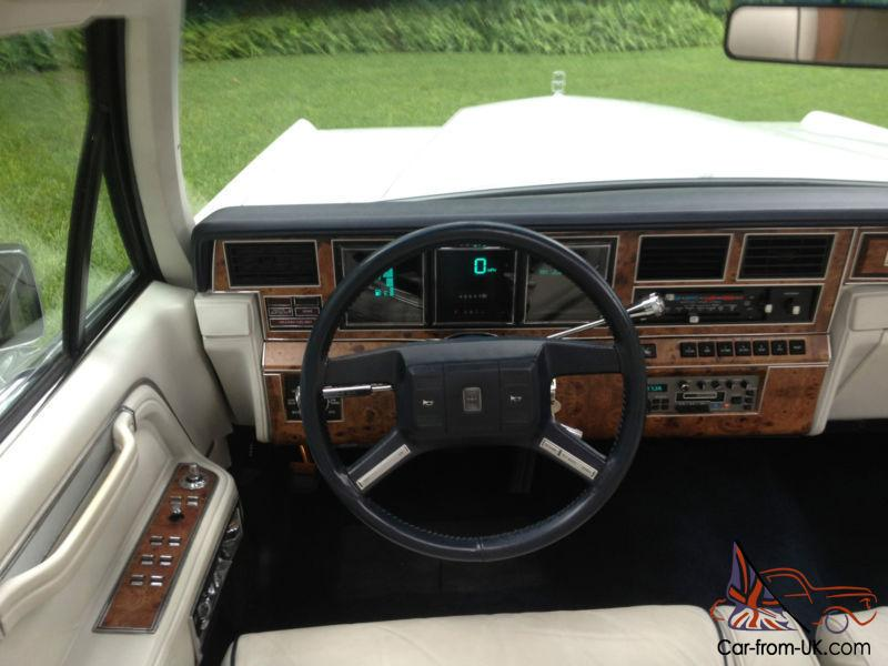1987 Lincoln Town Car Signature Sedan 4-Door 5.0L