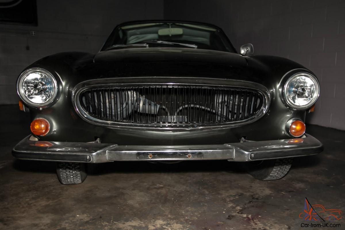 1971 Volvo P1800 2 DR COUPE w/ 19,700 miles. NEW PAINT / NEW CARPET!!