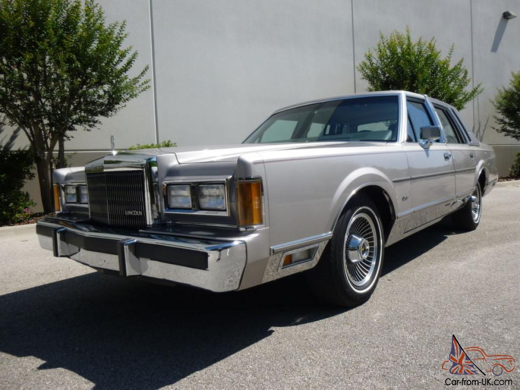 1989 Lincoln Town Car Signature Series 27 000 Miles Mint