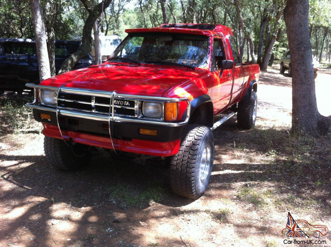 Toyota Custom Cab 22RTE Pickup 4X4 restored