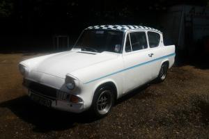 Ford Anglia 105e Photo