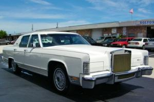 WOW!! LESS THAN 5K MILES!! LINCOLN CONTINENTAL TOWN CAR!! EXCELLENT CONDITION!!