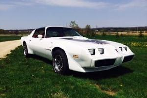 Fully restored 1979 Pontiac Trans Am      400ci   4-speed  T-tops
