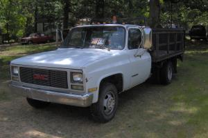 1989 GMC R3500 ONE TON FLATBED WITH TOMMY GATE LIFT GATE AND 8000 LB WINCH