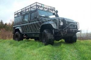 Land Rover : Defender County commercial sw