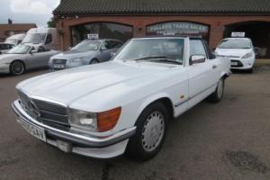 1986 MERCEDES BENZ 300SL R107 AUTO CONVERTIBLE IN ARCTIC WHITE