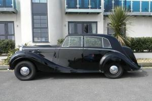 1951 Bentley Mk. VI Saloon by HJ Mulliner