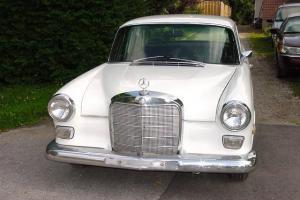 Mercedes-Benz : 200-Series 4 Door Sedan