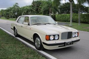 Bentley : Brooklands Parchment leather with brown piping