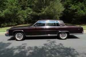 Cadillac : Fleetwood Brougham d'Elegance Sedan