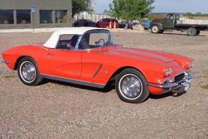 Chevrolet : Corvette Convertible 327 4 Speed Red on Black
