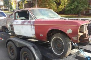 Ford : Mustang deluxe