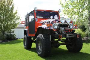 Toyota : Land Cruiser Orange/Black