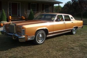 Lincoln : Continental Town Car Photo