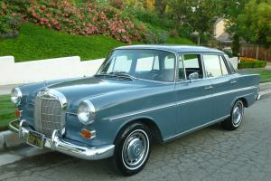 Mercedes-Benz : 200-Series lots of new chrome