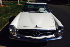 Mercedes-Benz : SL-Class Hard top/Soft top two seater convertible