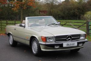 Mercedes-Benz 500 SL | 1988 | Creme Interior | Rear Seats | Air Conditioning