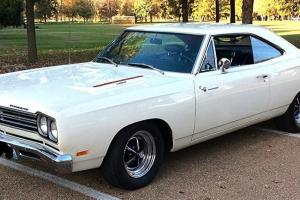 Plymouth : Road Runner 426 Hemi