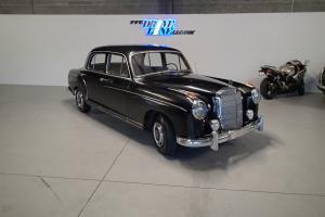 Mercedes-Benz : 200-Series 220