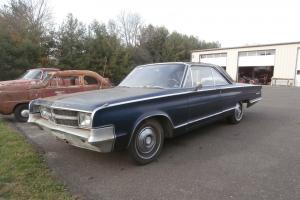 Chrysler : 300 Series White Vynal top (mostly missing) red painted mldg
