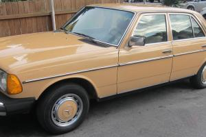 Mercedes-Benz : 200-Series 240D