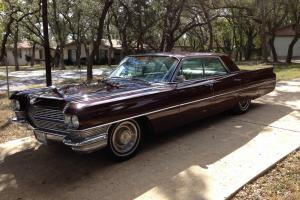 Cadillac : DeVille 4 Door Sedan
