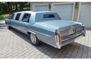 Cadillac : Fleetwood Limousine Photo