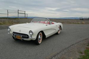 Chevrolet : Corvette Polo White & Red interior