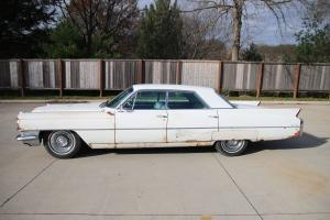 Cadillac : DeVille Base Sedan 4-Door