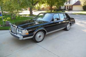 Lincoln : Continental Base Sedan 4-Door