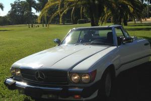 Mercedes-Benz : SL-Class 560 Photo