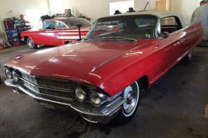 Cadillac : DeVille base