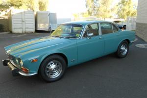 Jaguar : XJ12 Sedan