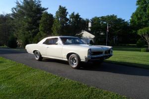 Pontiac : GTO 4 on the floor Hurst shifter