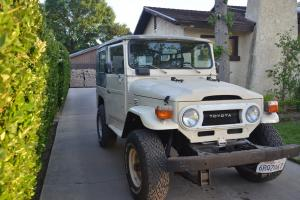 Toyota : Land Cruiser Base Sport Utility 2 - door