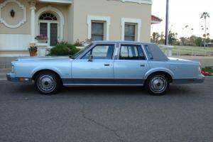 Lincoln : Town Car Base Sedan 4-Door