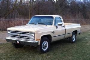 Chevrolet : C/K Pickup 2500 Tan